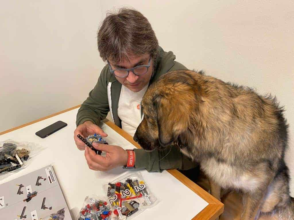 Stefano e Concetta giocano coi Lego